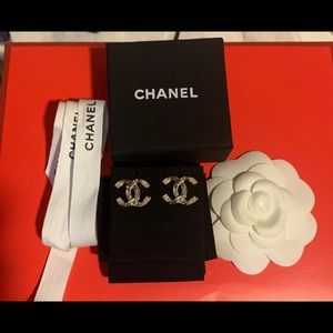 Chanel CC logo gold tone earrings
